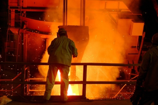 a photo of a steelworker in the foundry like those of ArcelorMittal Steelworker Strike participants.